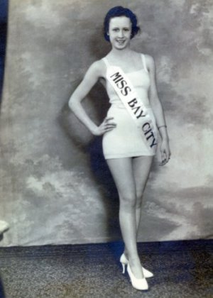 Granny as Miss Bay City